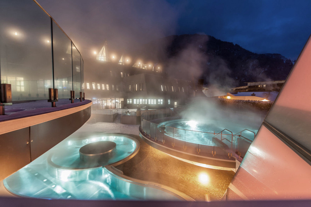 Forrás: Aqua Dome / Péntekenként éjjeli fürdőzésre is lehetőség van