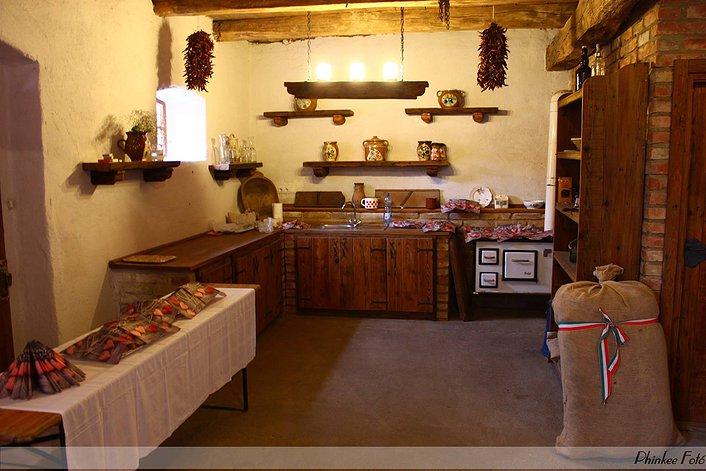 Romantikus hangulatú korhű konyha